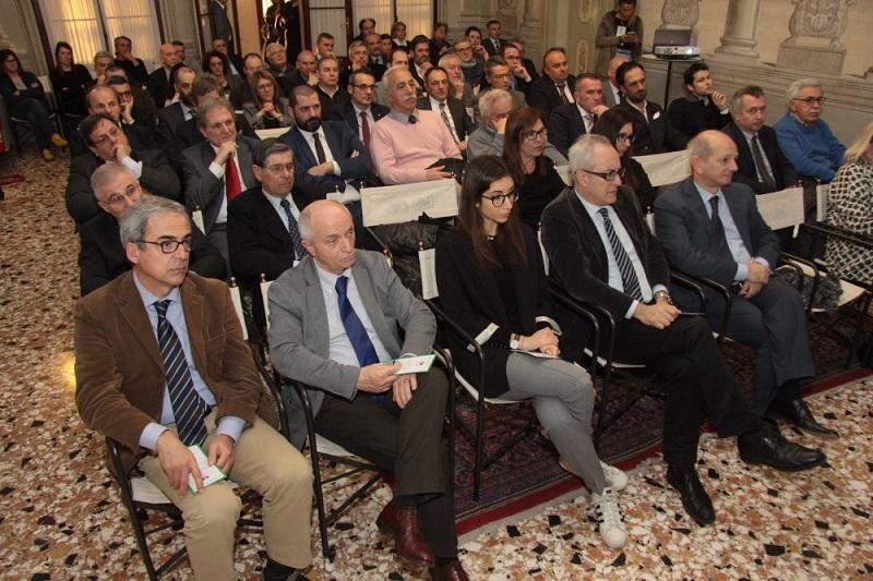 Il pubblico presente nel salone d'onore di Palazzo Casalini