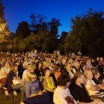 Il pubblico presente nel giardino di Palazzo Casalini