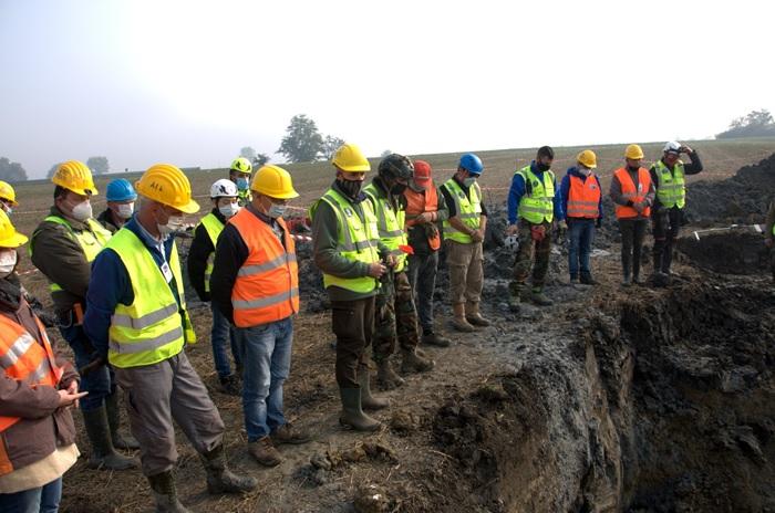 Una preghiera al caduto il giorno dello scavo